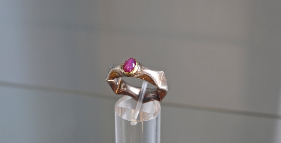 Puffy ring with Lab-made Star Ruby