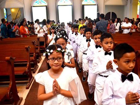 Komuni Pertama Di Gereja Anak Domba