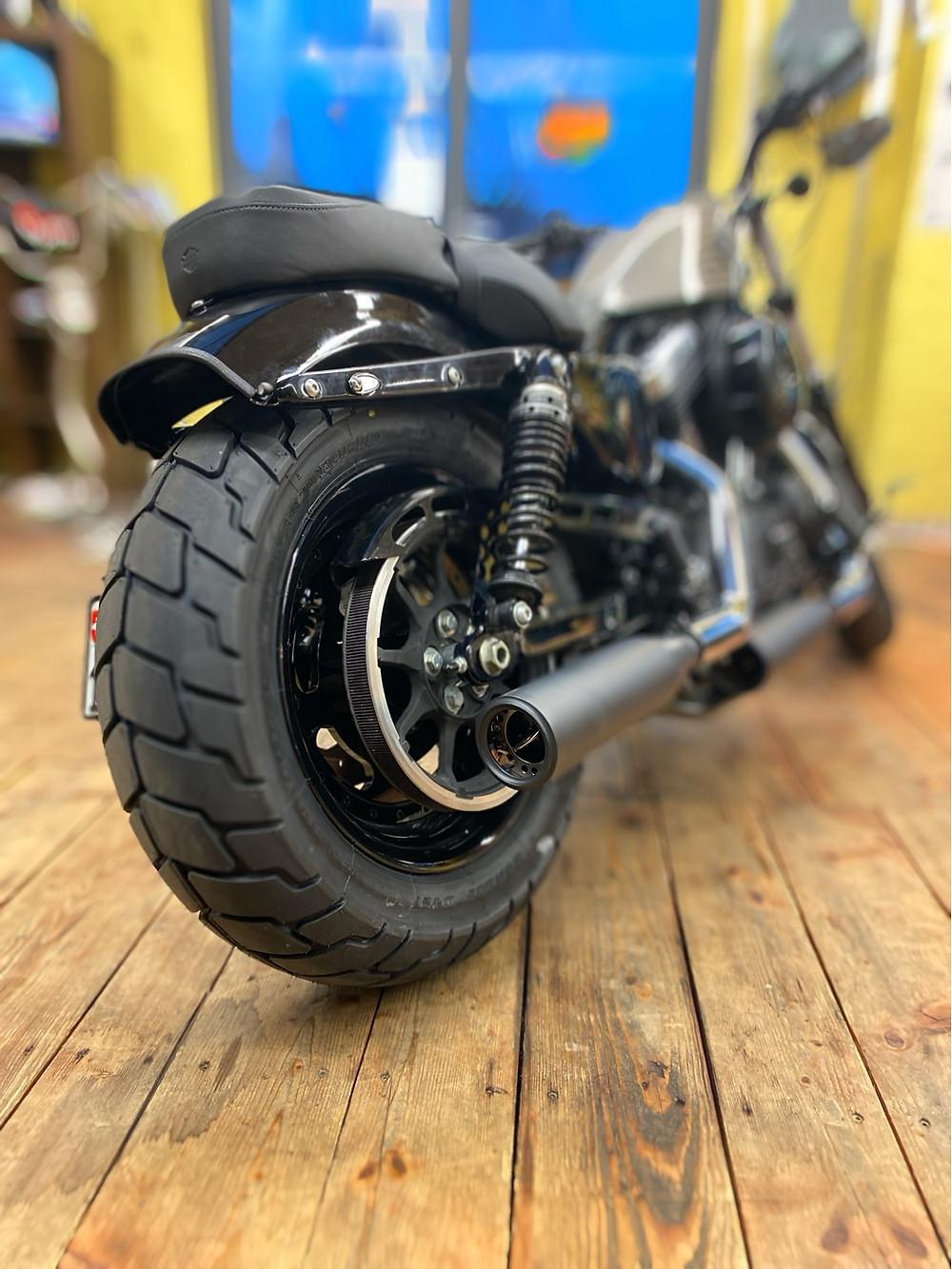 Harley-Davidson 48, Sportster Forty eight, Heckumbau, 180 er Reifen, seitlicher Kennzeichenhalter, Kellermann Atto, Rizoma