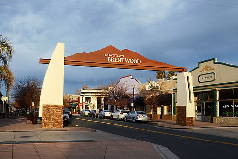 1280px-Downtown_Brentwood_California.jpg