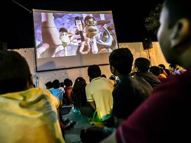 Cinema itinerante movido a energia solar tem sessões gratuitas no interior do RN