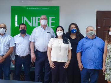 Pesquisador Internacional firma parceria com a UNIFAE