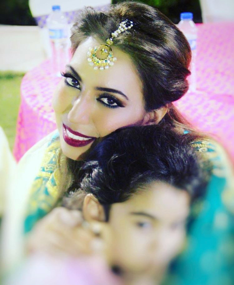 Inspiring Single Mom Naghma Shaikh with her child