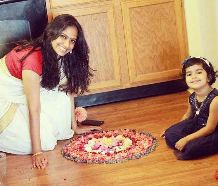 Times Of Amma Star Mom Neethu making a pookalam