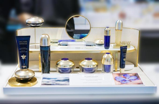 Cosmetic  Makeup Display