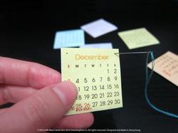 08:用針篤穿月曆卡小黑點