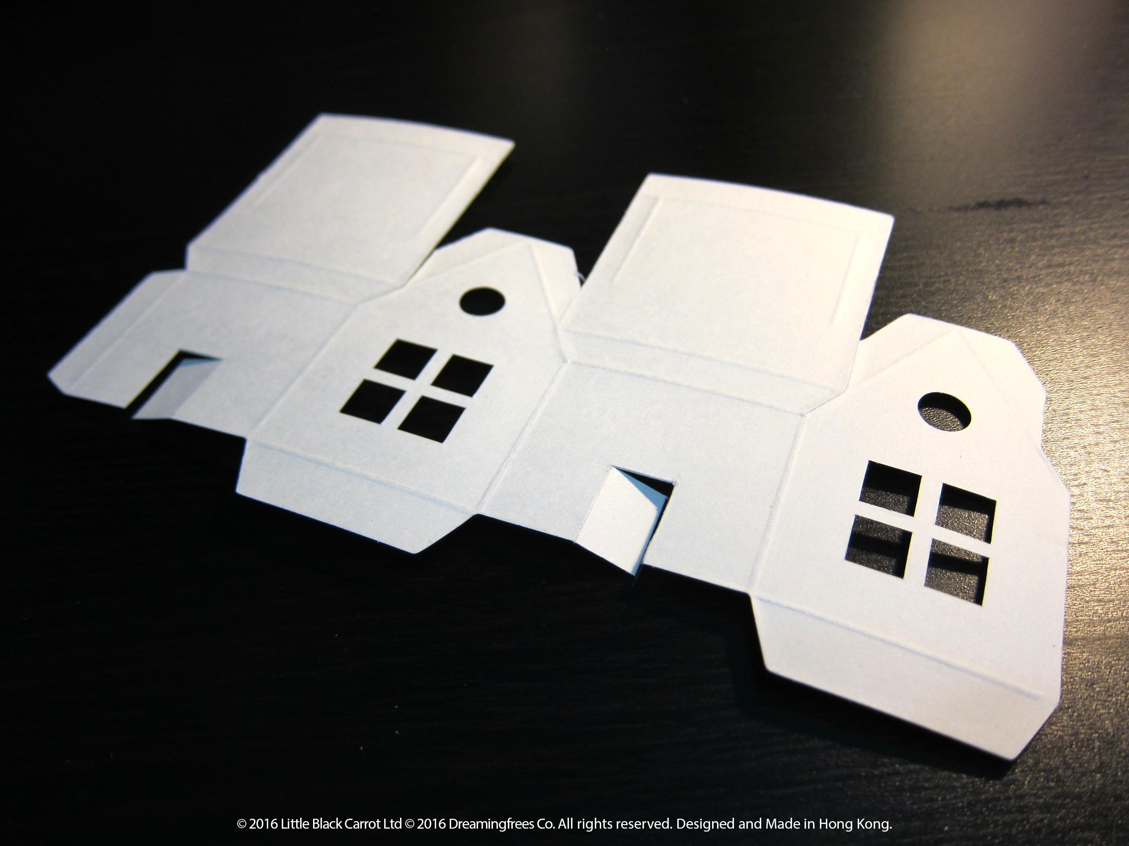 03:𠝹開門口位後擦掉鉛筆跡,在正面設計圖案
