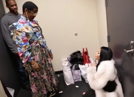 Nicki Minaj Literally Bows Down to Lauryn Hill: 'I'm In Love With You'