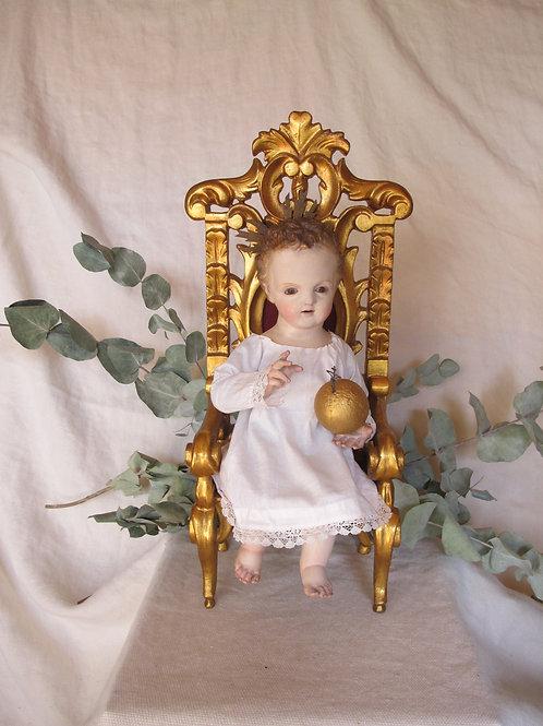 Niño Jesús de Praga sedente