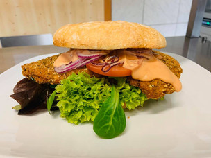 Cordon bleu Burger mit Kürbiskernpanade