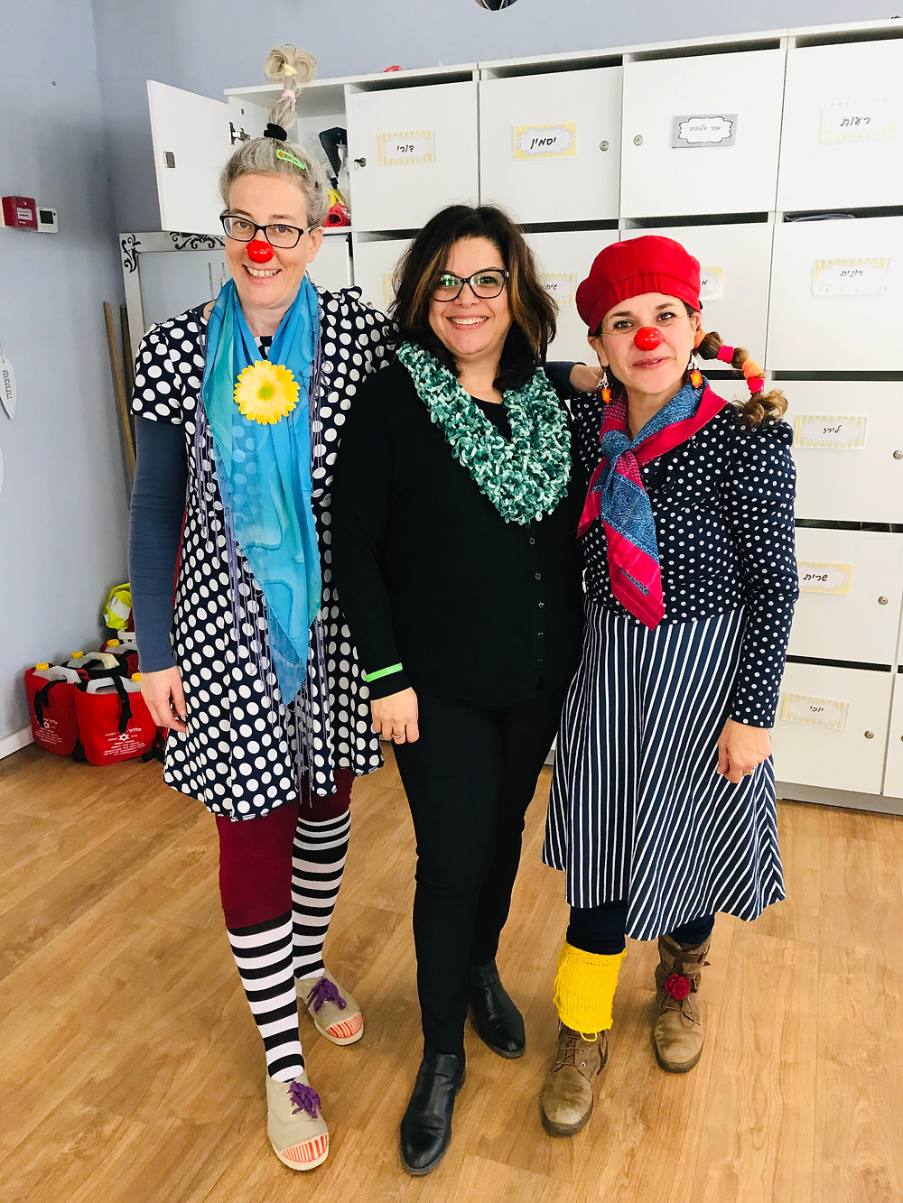 Educational clowns Oshi (left) and Leepa with school principal Miri Nitzani. Dec. 2018.