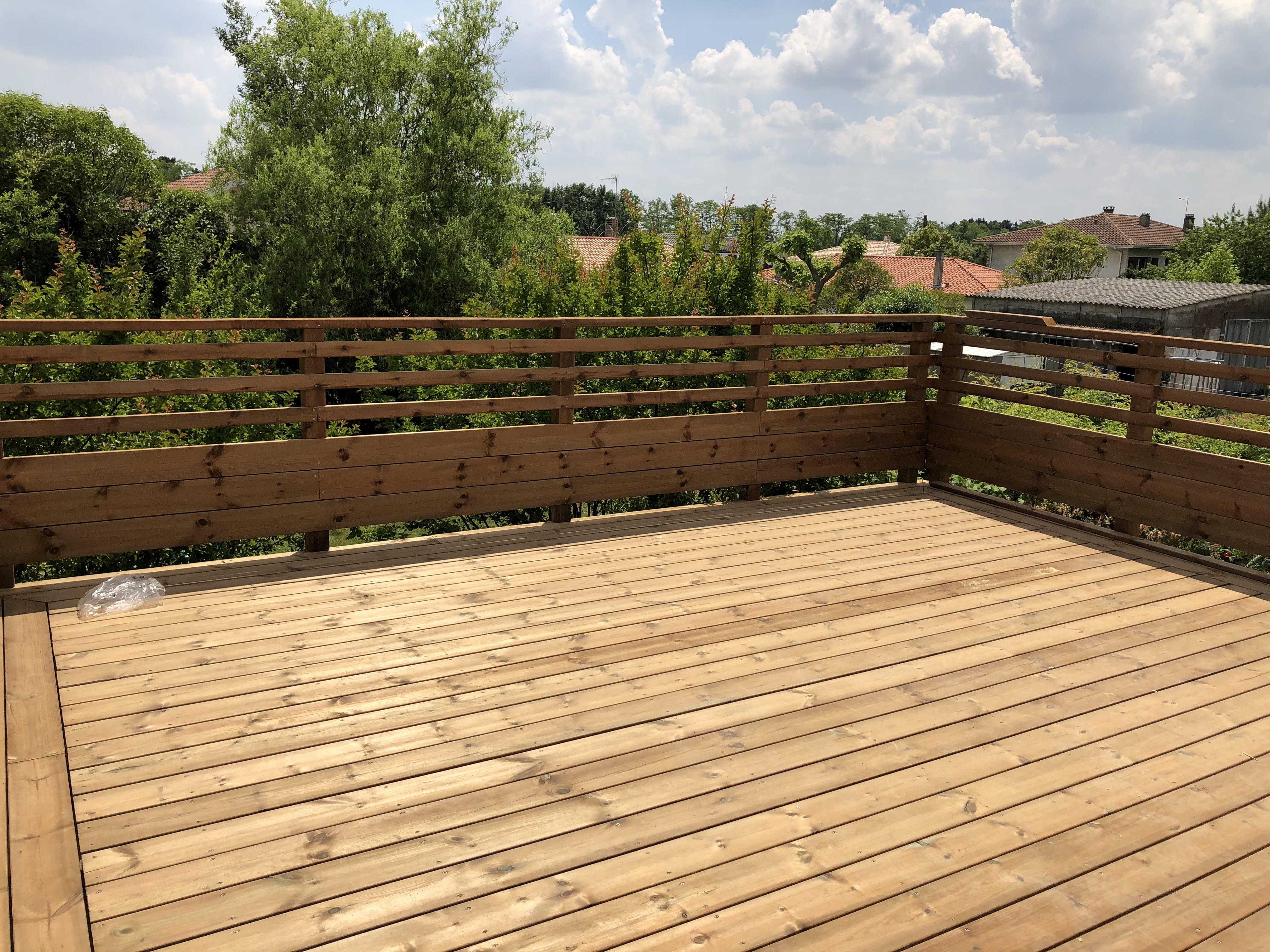 Terrasse bois en sapin marron