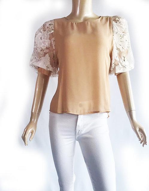 Blusa con aplicacion Beige