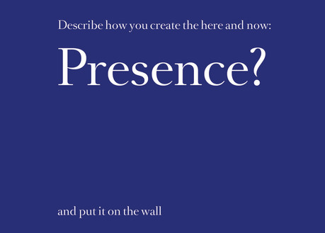 Postkarte_vorne_Presence_blue.jpg