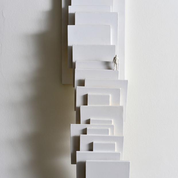 Equilibrios tensionados, 2014 | Escultura en madera | 53 x 15 x 11 cm.