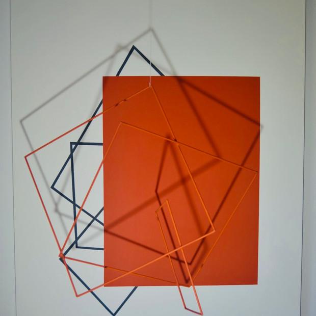 Geometría de lo incierto                                              (Naranja), 2020 | Hierro y acrílico sobre Mdf | 80 x 100 x 70 cm.