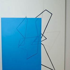 Geometría de lo incierto        (Azul), 2020   Hierro y acrílico sobre MDF   100 x 80 x 70 cm.