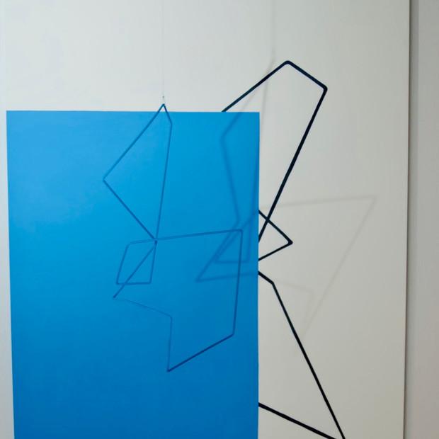 Geometría de lo incierto        (Azul), 2019 | Hierro y acrílico sobre Mdf | 80 x 100 x 70 cm.