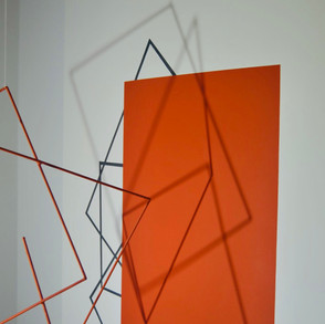 Geometría de lo incierto  (Naranja), 2020   Hierro y acrílico sobre MDF   100 x 80 x 70 cm.