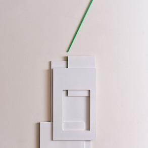 Y la línea se escapa (verde), 2015 | Acrílico sobre madera | 83 x 24 cm.