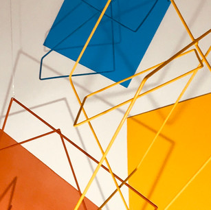 Juego de Geometrias, 2020 | Hierro y Acrílico sobre canvas | 120 x 140 x 60 cm.