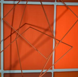 Suspendidos, 2020   Móvil en hierro y pintura acrílica sobre canvas   123 x 93 x 60 cm.