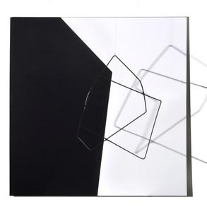 Geometría de lo incierto                      (Blanco / Negro), 2019   Hierro y acrílico sobre MDF   100 x 100 x 70 cm.