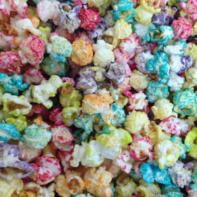 regenboog gekleurde popcorn