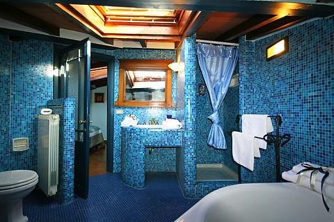 Bathroom Big (2).JPG