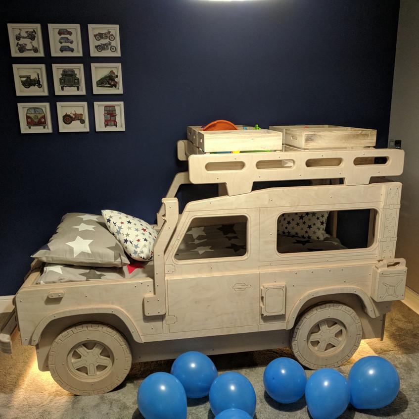 Land Rover 90 Safari Single bed