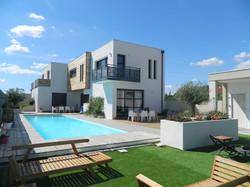 Une villa luxueuse avec piscine