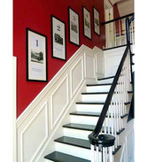 cage-descalier-avec-une-peinture-rouge-s