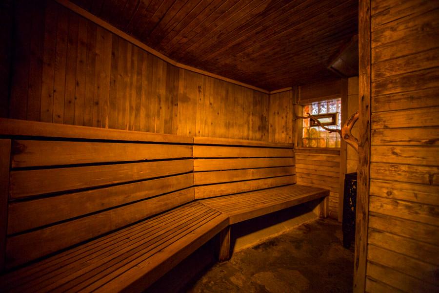 SaunaEmpty03sm-2.jpg
