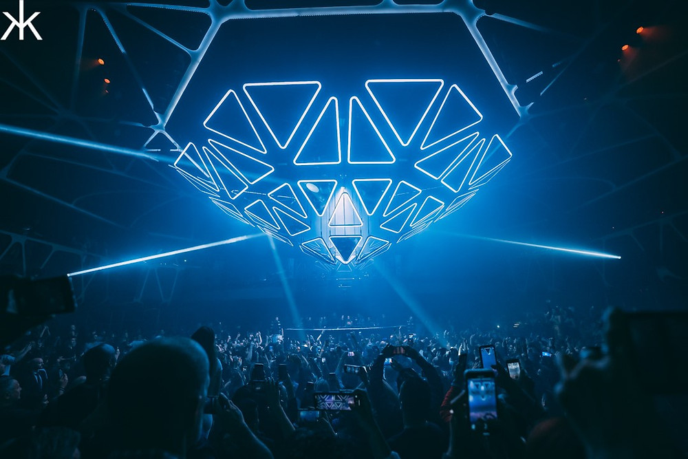 In 2019 Andrea Frey, alongside James Algate, oversaw the redesign of Hakkasan Nightclub featuring an immersive installation from Kinetic Lights.