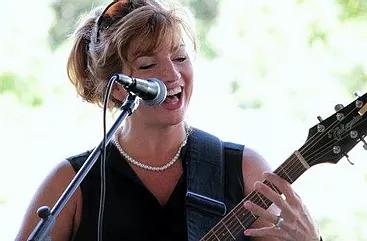 Stacy guitar 2.webp