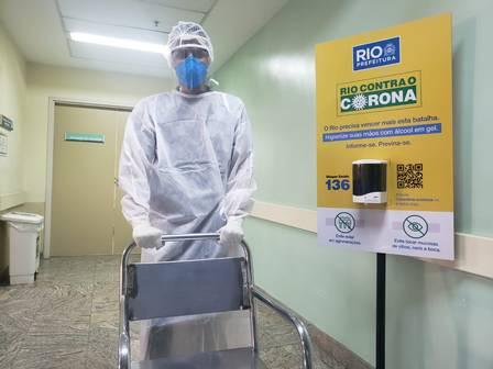 Maqueiro Vagner Vianna, de 19 anos, atua no Hospital Ronaldo Gazolla Foto: Divulgação