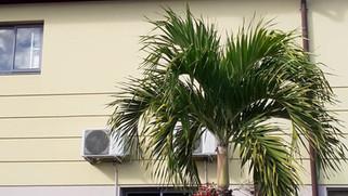 Intervention sur l'une des toitures d'un des bâtiments d'un hôtel 3 étoiles à Saint Gilles pour le remplacement d'un moteur de ventilation de désenfumage