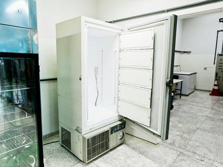 Secretaria de Saúde confirmou que está tentando comprar um novo freezer para armazenar imunizantes