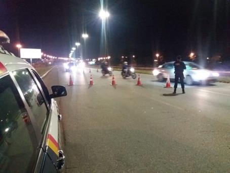 Durante ronda, quatro homens foram presos após se esconderem de viatura
