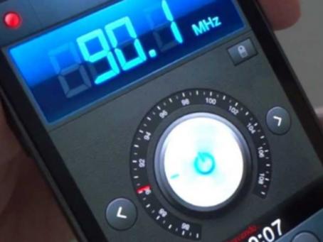Ministro das Comunicações assina portaria para que celulares no Brasil tenham chip FM