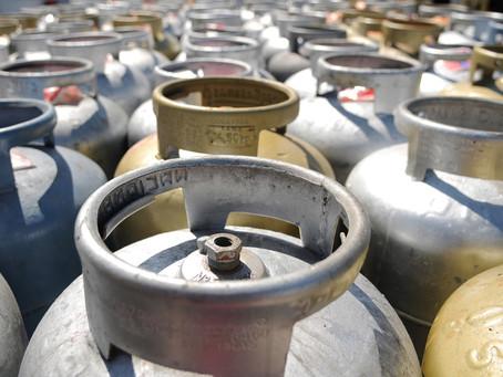 Mulher de 27 anos foi multada pelo armazenamento ilegal de diversos botijões de gás