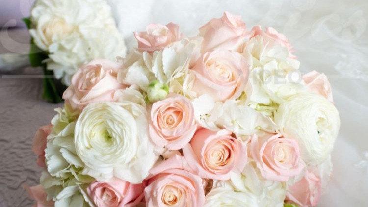 Bridal Bouquet Roses & Renaculas