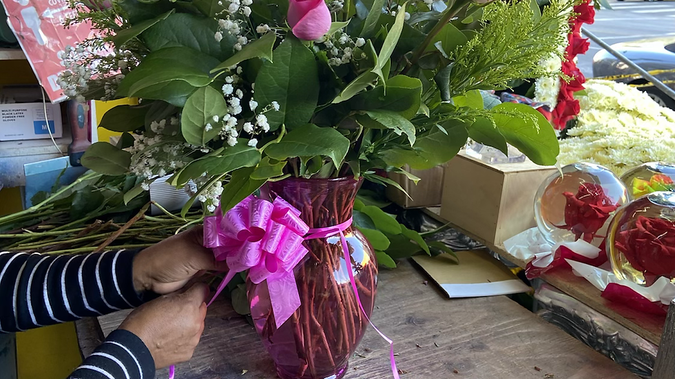 12 Roses in a classic glass vase