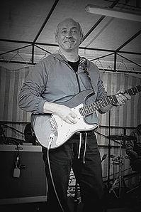 Dan (guitare).jpg