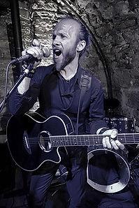 Ben (guitare & chant).jpg