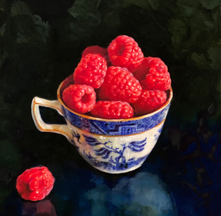RASPBERRIES IN A WILLOW PATTERN CUP