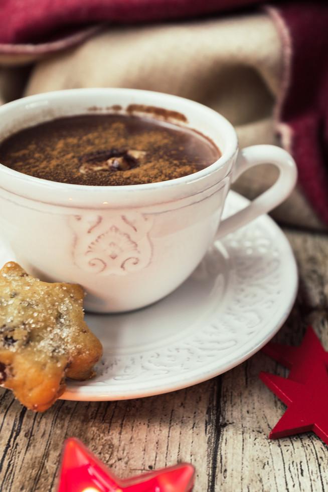 Horúci kakaový nápoj s arašidovým maslom