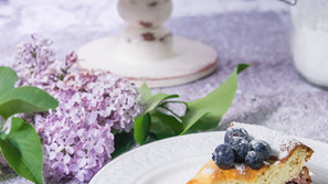Tvarohovo-smotanový koláč s čučoriedkami