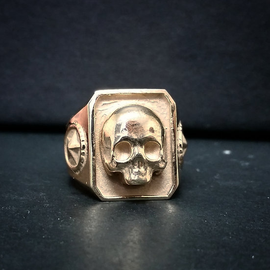 Catacombs Skull Ring - 10K Gold