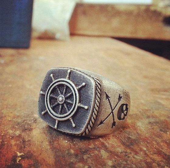 Captain Helm Wheel Skull Ring - Silver